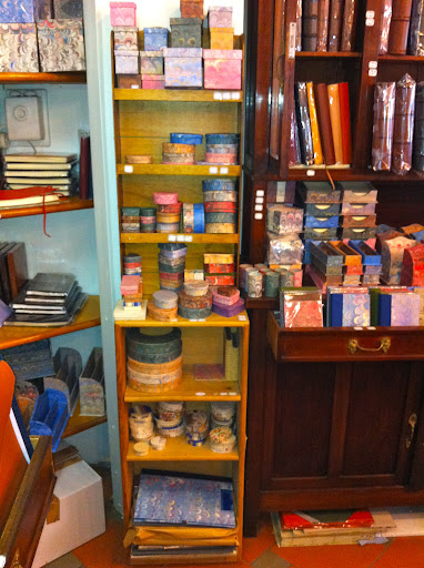Il Papiro carries many boxes in a variety of shapes and sizes — pretty containers for paper clips, jewelry, or keepsakes.