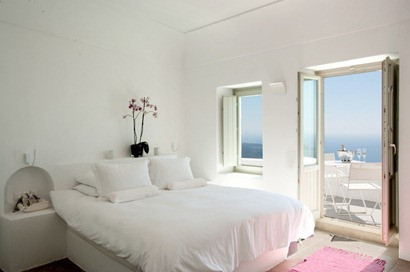 santorini-grace-white-bedroom-with-balcony