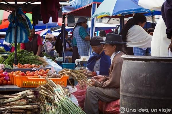 visitar-alrededores-quito-mitad-mundo-otavalo-mercado-que-ver-hacer-unaideaunviaje-11.jpg