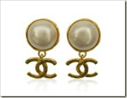 Vintage Pre-owned Chanel Pearl & Interlocking CC Logo Clip-on Earrings