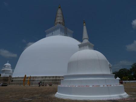 20. stupa Anuradhapura 1.JPG
