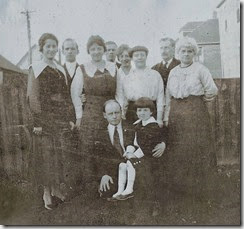 GOULD_Mae-Val-their sons & daughters & Dad-circa 1917