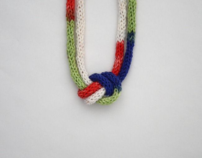knitted knotted necklace 3a