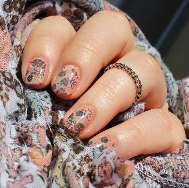 Nageldesign Nail Art Fabrics Frühlingsschal Apricot Flowers 04