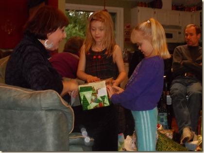 12-25 Christmas gift opening 14