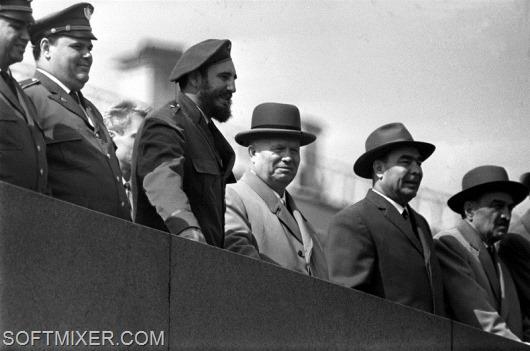 Кастро Фидель и руководители советского государства на трибуне Мавзолея (1962 г.)