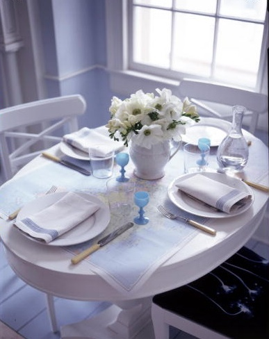 Using a map as a tablecloth is a genius decorative touch. (Martha Stewart Living, June 1998)
