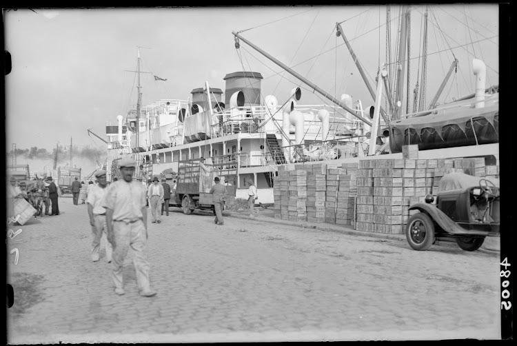 Fototeca del Patrimonio Nacional. El INFANTA CRISTINA en Las Palmas de Gran Canaria. Foto Loty. Ca. 1930.jpg