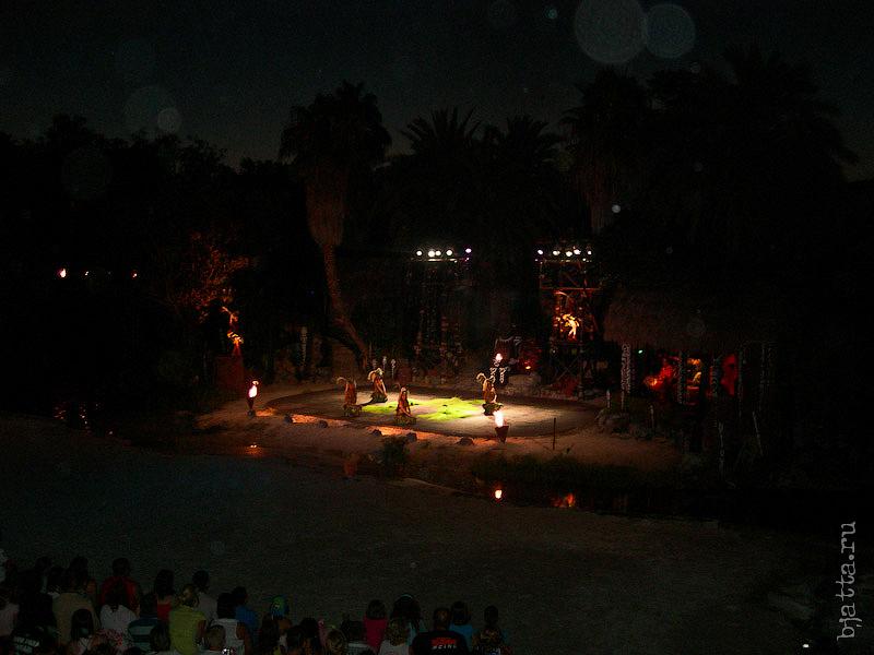 82. Порт Авентура. Port Aventura. Salou. Costa Dorada. Spain. В свете факелов и прожекторов, всё выглядит намного красочнее.