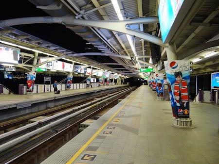 38. Statie de Sky Train bangkok.JPG
