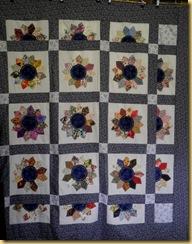 17.04.12 Dresden plate quilt
