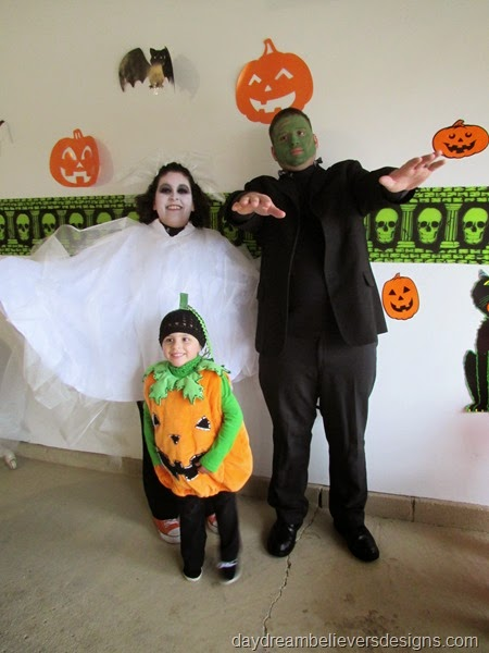 Halloween Recap on daydreambelieversdesigns.com - Handmade Ghost and Frankenstein Costumes #halloween