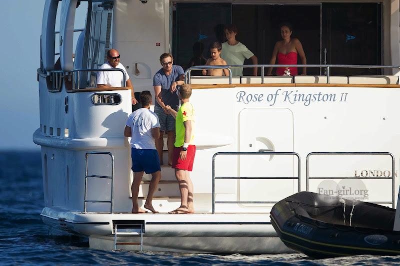 [Fotos] Simon Baker e Família (11.07.2014) 0643