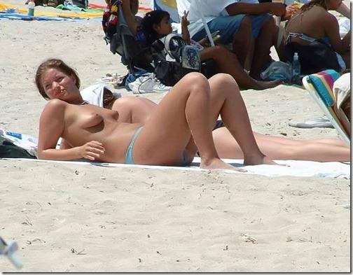17-meninas-praia-nudismo-17