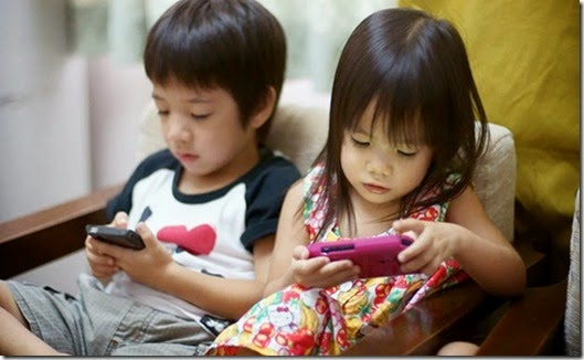 japan-kids-children-smartphone