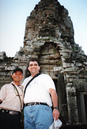 Imagini Angkor: cu Pol Som, ghidul khmer
