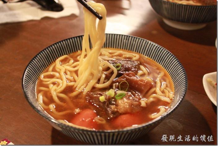 台東-甘盛堂。牛肉筋麵,NT$140。湯頭及麵條應該與牛肉麵一樣,所不同的應該只是牛筋。