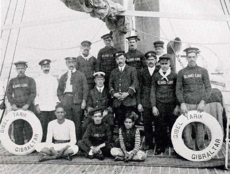 La tripulación del GIBEL TARIK alrededor de 1890. Del libro Bland Gibraltar.JPG