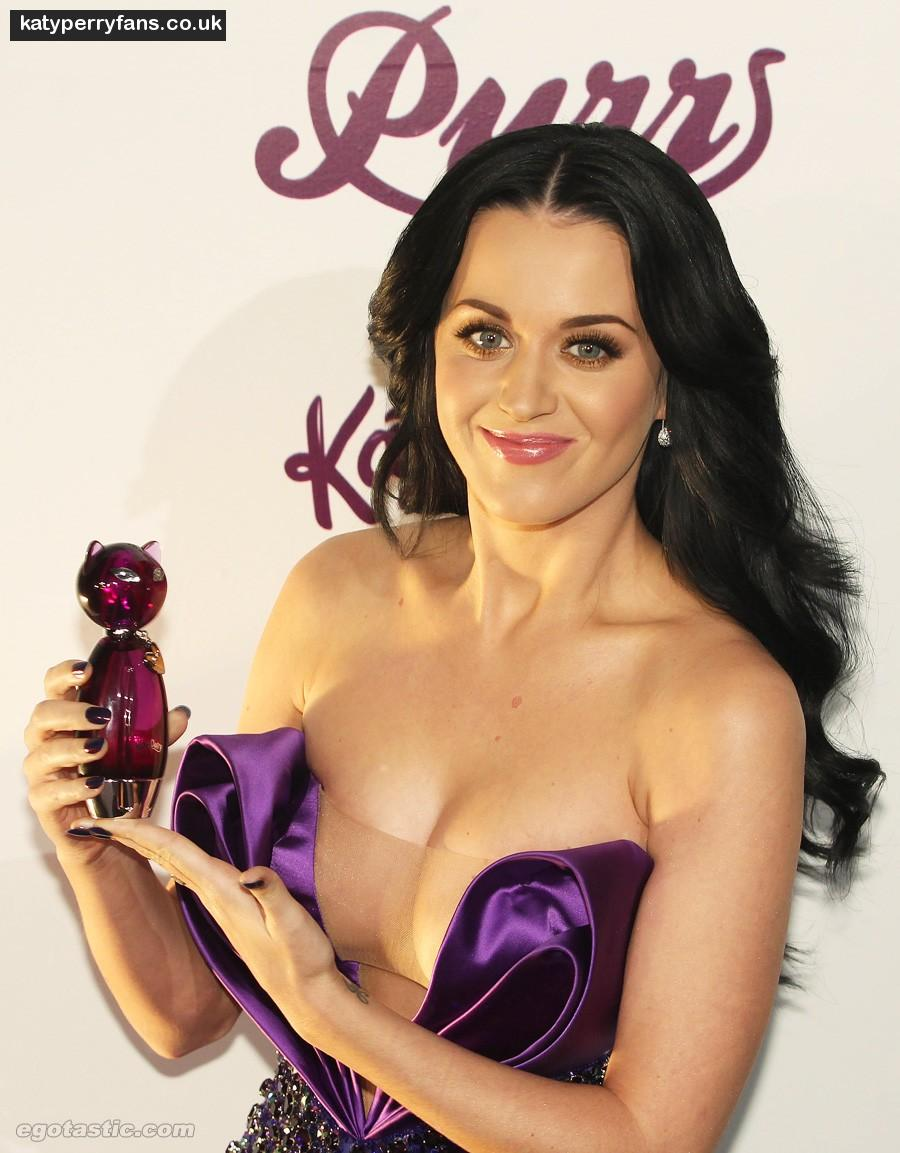 Katy perry hairstyles in hot and cold 900 katy perry photos hot slip
