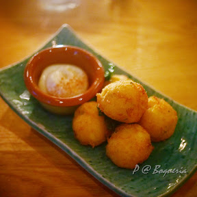 Buñuelos de Bacalao (Salt-cod and potato fritters, citrus allioli) @ Boqueria