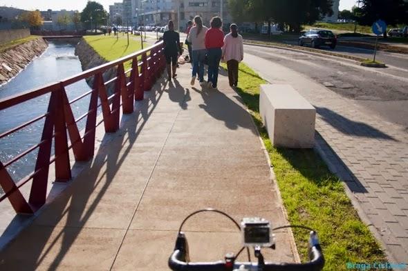Via Pedonal Ciclável junto ao rio Este em Braga