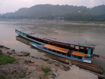 Transport Indochina: slow boat Laos - Thailanda
