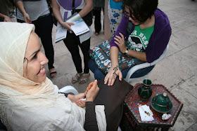 Henna. Actividad de las Jaimas Interculturales del Centro Cultural Islámico de Valencia. Edificio La Nau de la Universitat de Valencia.