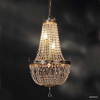 Żyrandol z kryształami. Wykończenie: stara miedź. Wys 740 mm, Szer 420 mm, Światło 6 x 40W E14 typu świeca.