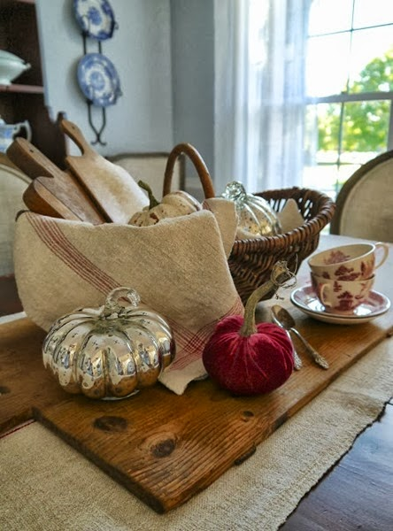 Fall Tablescape featured on DETAILS | http://carolynsdetails.blogspot.com