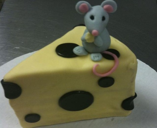 Mouse_and_cheese_birthday_cake