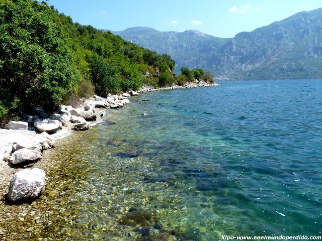 playas-de-roca-balcanes-kotor.JPG