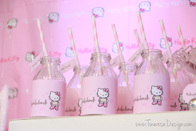 IMG_9325_rosa_kakebord_hello_kitty_dessertbord_bursdag