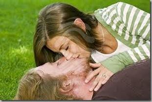 Beso de jovenes