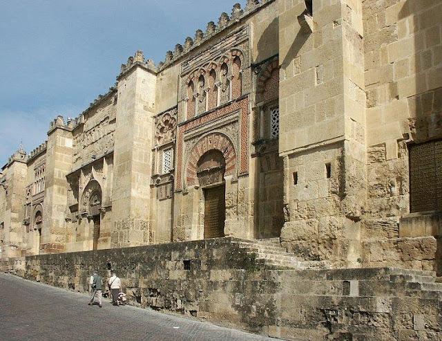 Mezquita de cordoba arte hispanomusulman for Exterior mezquita de cordoba