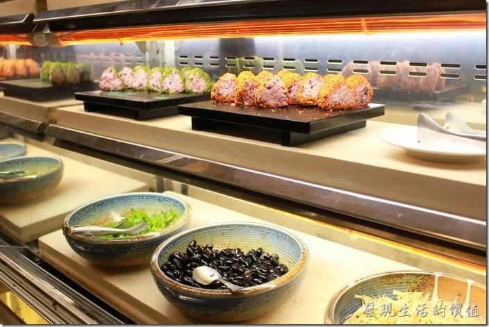花蓮-翰品酒店。這裡有日式的三角飯糰,感覺還不錯吃,建議可以試看看。