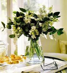 Ramo decorativo con eucalipto y flores de alhelí