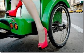 neon shoes pink and green via la dolce vita