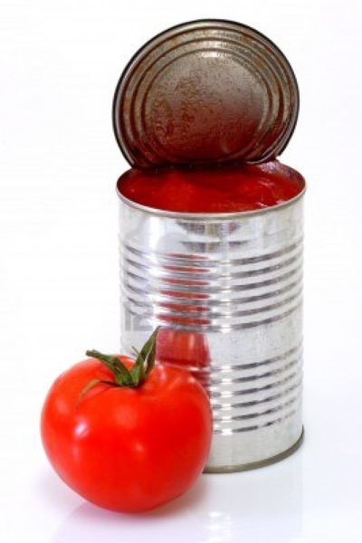 2715508 lata de tomates pelados de fondo brillante