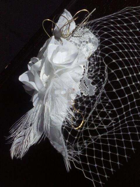 Tocado de orquideas de seda, plumas naturales