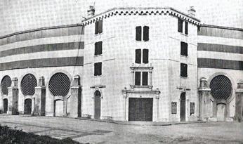 Bayona-Plaza de toros exterior 001_thumb[3]
