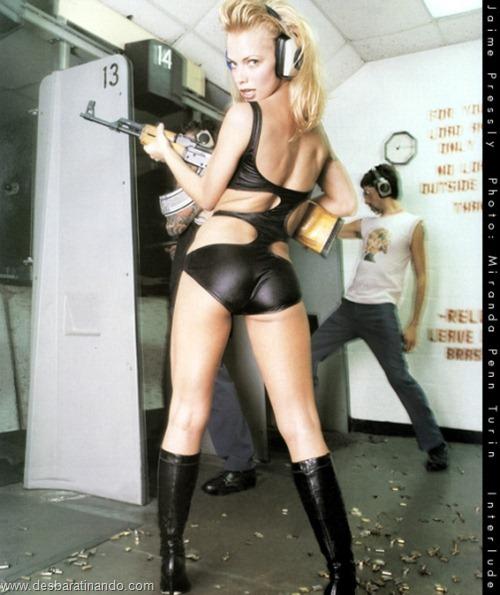 gatas armadas mulheres lindas com armas sexys sensuais desbaratinando (2)