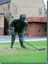2637 Minnesota Bemidji - Hockey Player sculpture