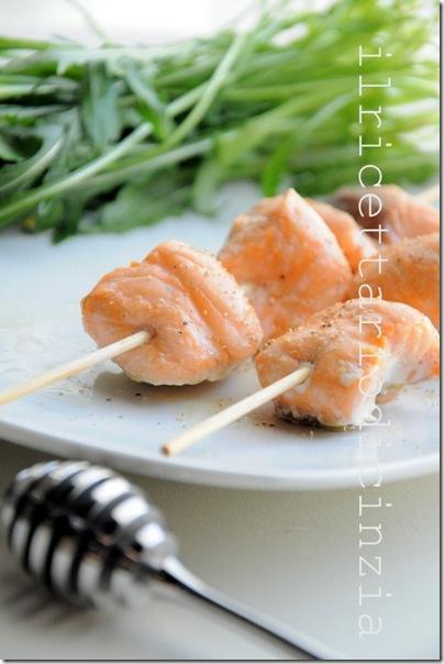 spiedini di salmone al pepe bianco e miele