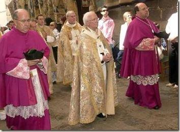 Canizares_preside_Procesion_Curpus_Christi_Toledo