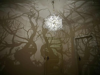 2. LIGHT FITTING THAT TRANSFORMS YOUR ROOM INTO A FOREST