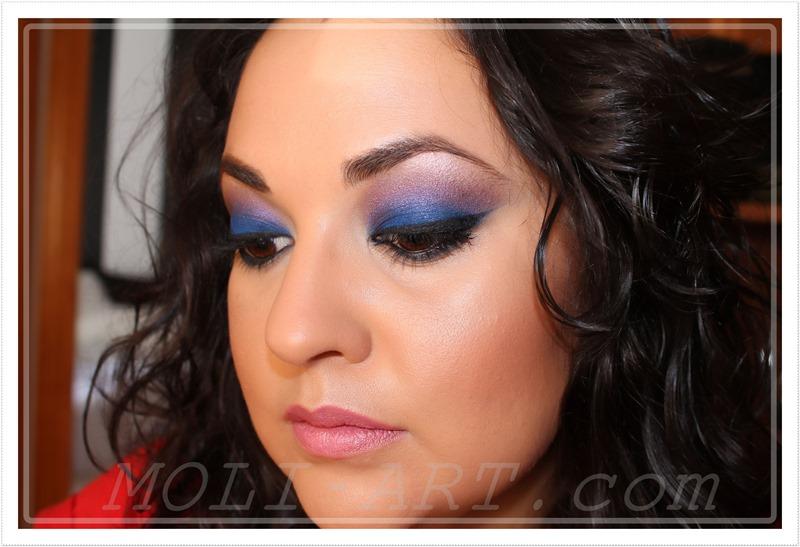 look-maquillaje-tonos-azules-maquillaje-ahumado-azul-y-morado