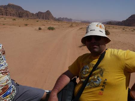 Imagini Wadi Rum: in portbagajul masinii