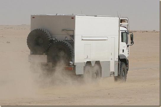 Traverser le désert en camion UNICAT TGA 6 × 6 (32)