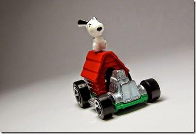 Snoopy Red Baron Hot Wheels 2014 by HW City 01 (Image hobbyminis.blogpost.com)