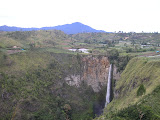 Sibuatan and Sipis-piso waterfall (Daniel Quinn, August 2011)